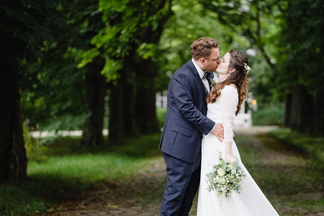 Kuss Hochzeit Allee