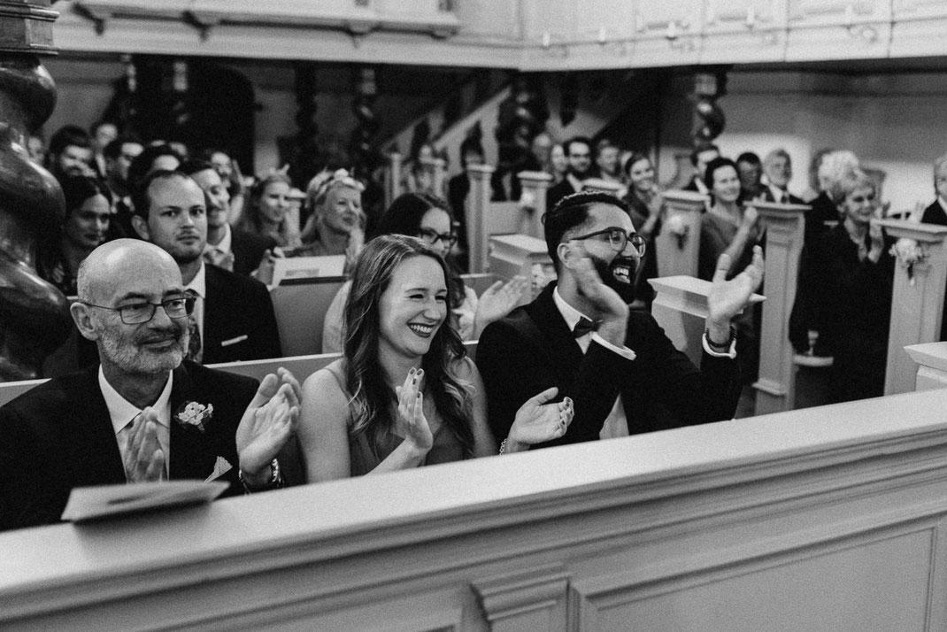 Fröhliche Menschen Hochzeit