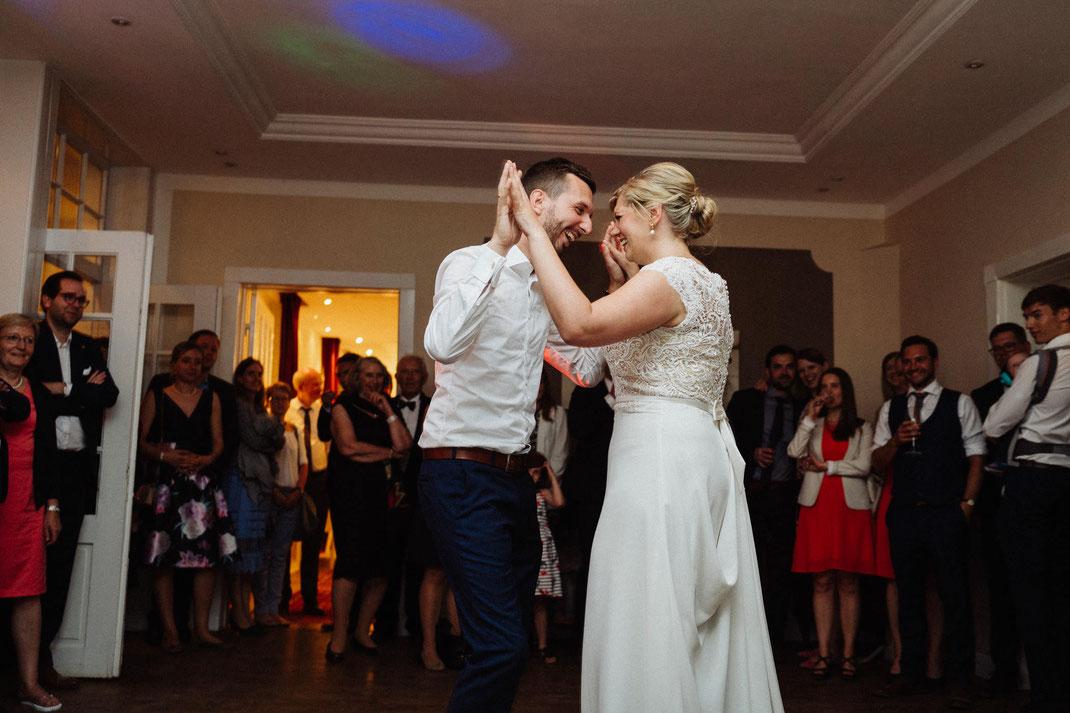 Freude Hochzeitstanz Bräutigam