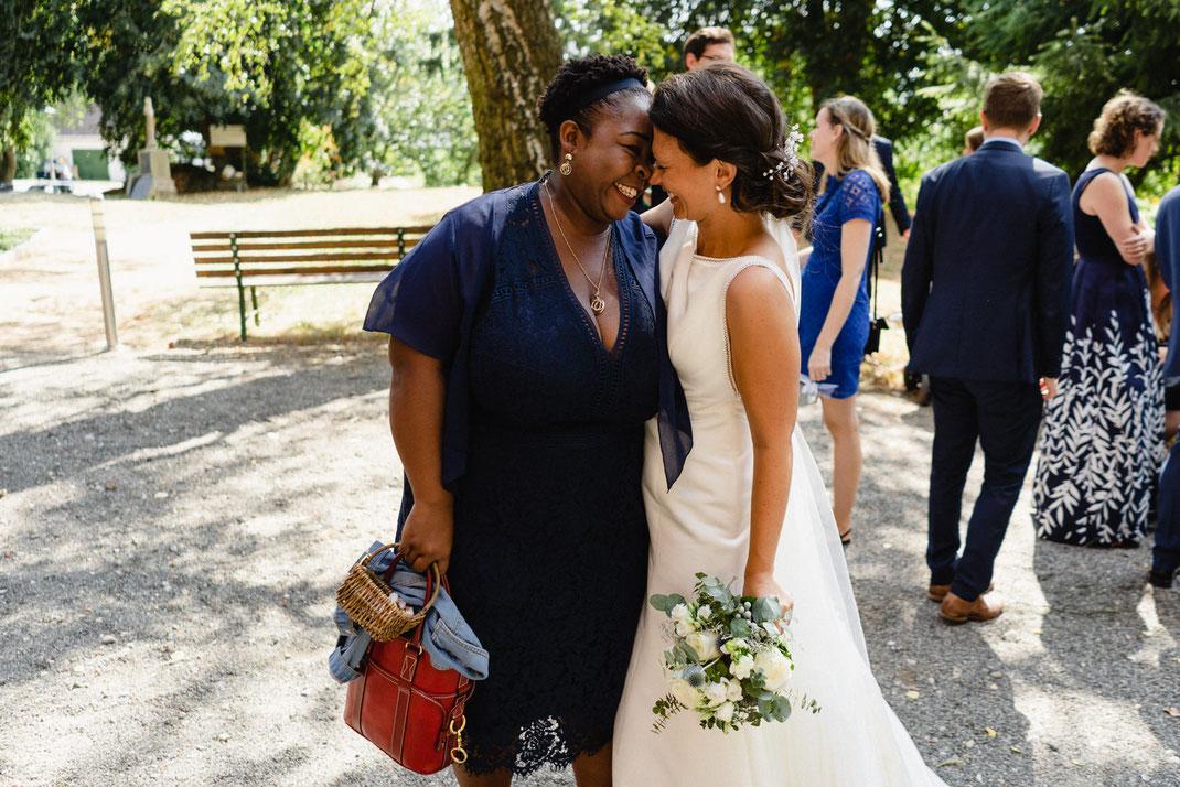 Freundinnen Hochzeit Braut Kleid blau