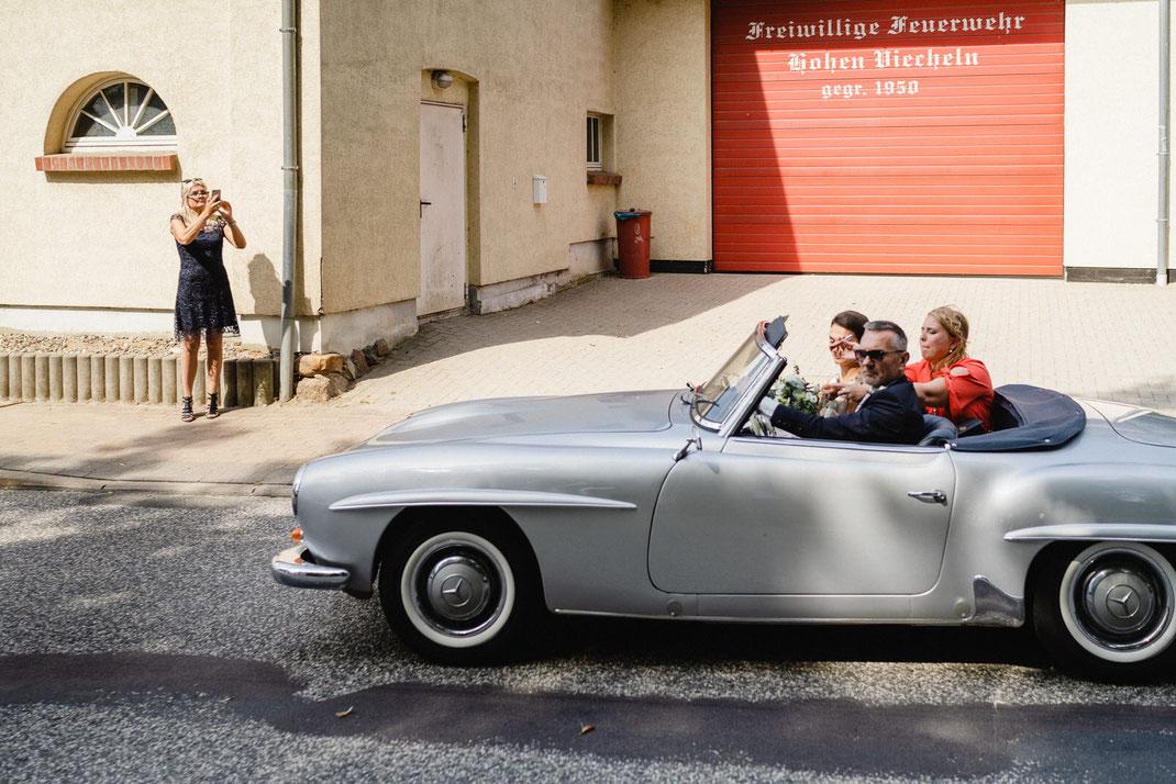 Mercedes SL Braut Vater Feuerwehr Ankunft