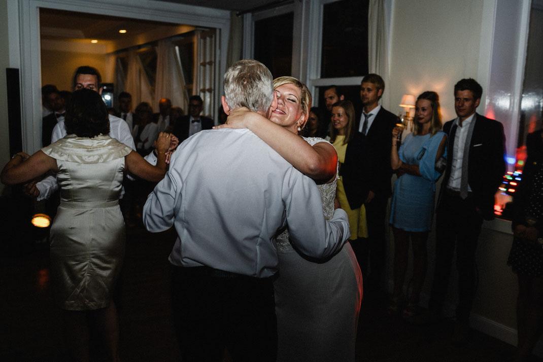 Vater und Tochter Braut Kuss