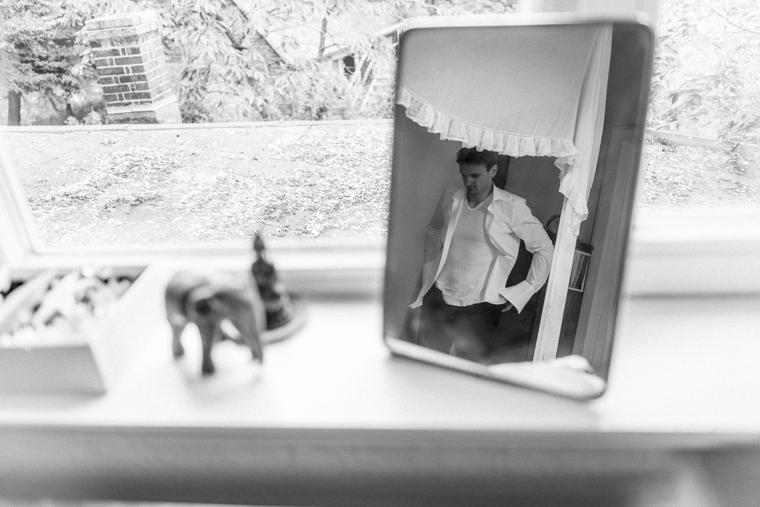 Bräutigam im Spiegel