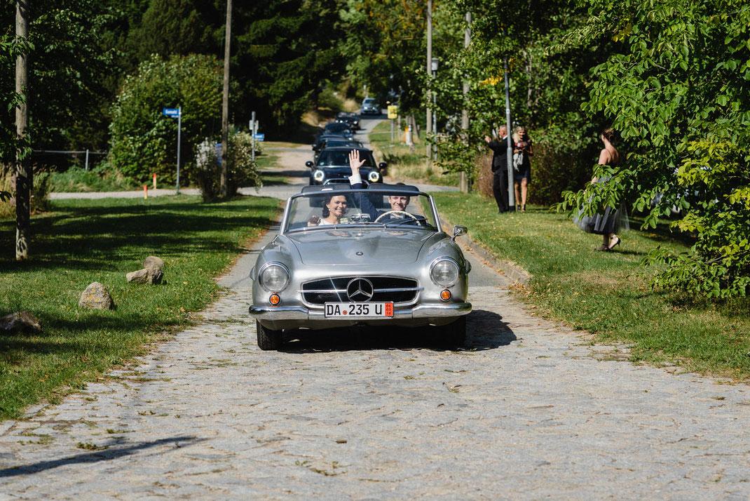 Mercedes kommt an Brautpaar Wismar
