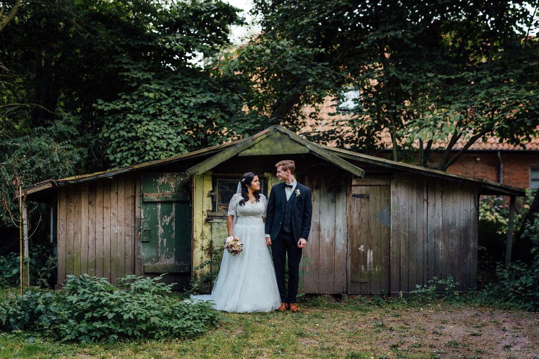 Anschauen Paar Hochzeit Schuppen