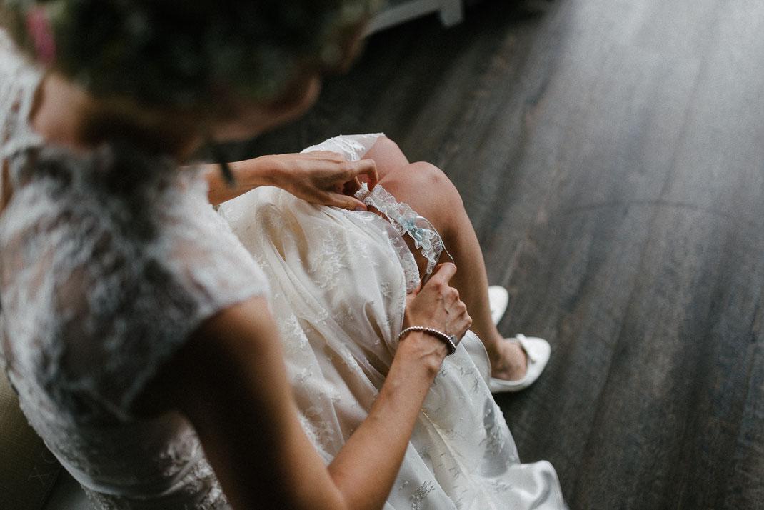 Hochzeitskleid Strumpfband hübsche Braut