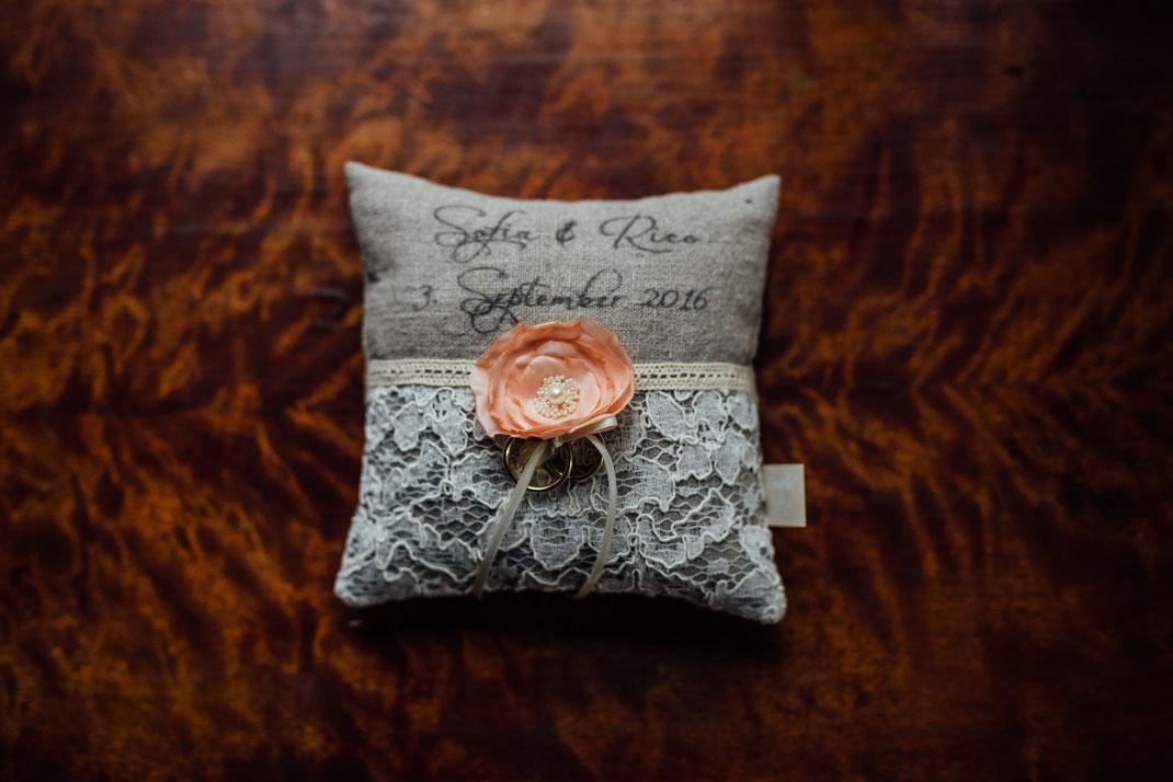 Ringkissen selber gestaltet Holz Blume