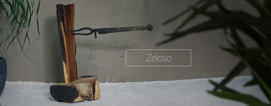 Holzskulptur mit rustikalen Elementen