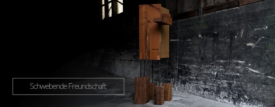 Schrank aus Massivholz als Kunstobjekt für die Wohnung