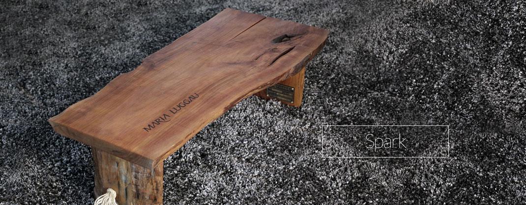 Kleiner Tisch für Sitzecke aus Holz