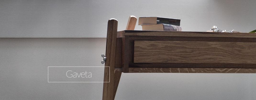 Kommode aus Holz mit Schublade ohne Griff