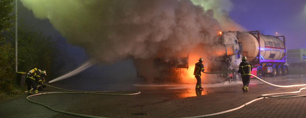 12.11.2016 - 3 Fahrerhäuser in Flammen.