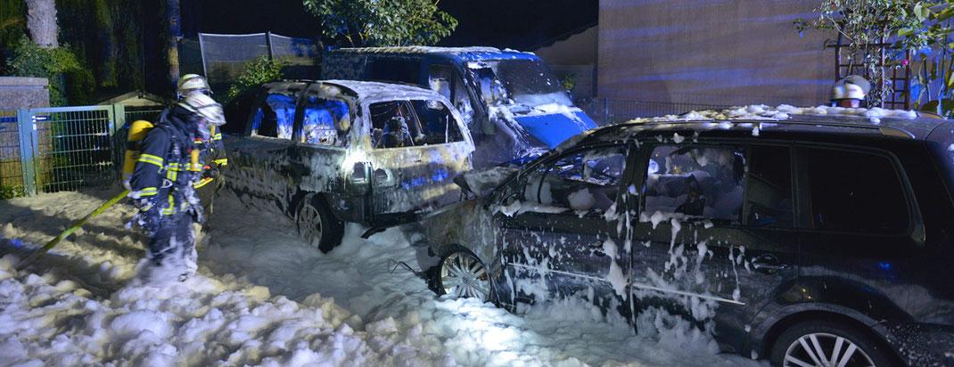 25.09.2016 - Pkw's in Kirchsteinbek ausgebrannt.