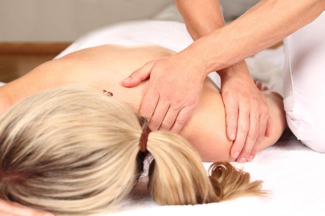 Massage bei einer Frau