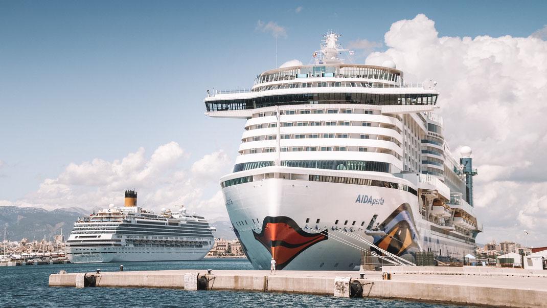 Die AIDAperla, das erste Kreuzfahrtschiff welches in ausgewählten Häfen per LNG betrieben wird
