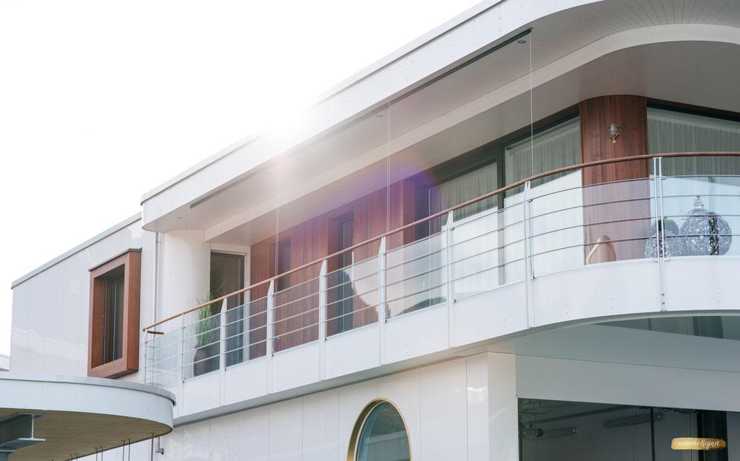 Exterieur einer Seevilla vom Deltapark am Thunersee | Architekturfotografie