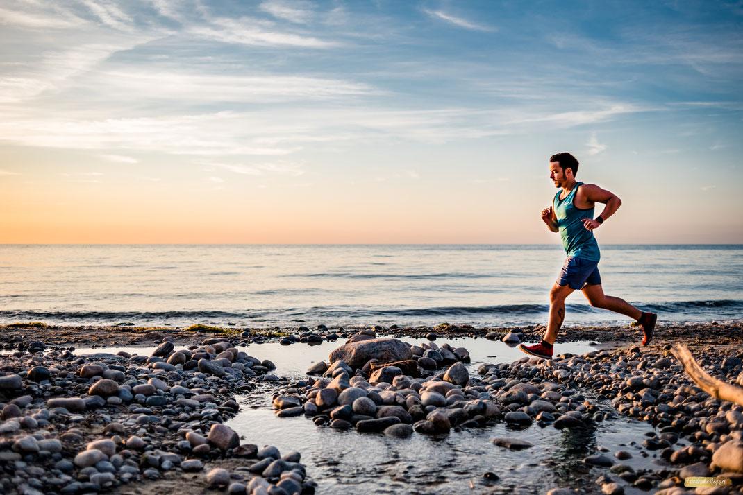 Fitness Coach am Strand - Aufnahmen Unternehmensfotografie