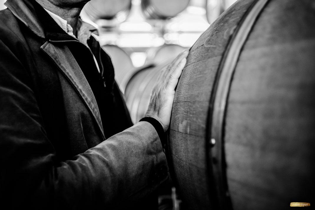 Berührung Winzer und Weinfass - itsagrapestory