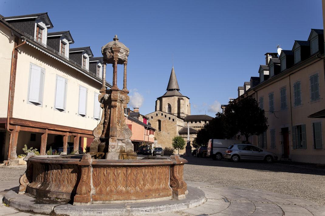 Place village de Saint Savin à quelques kilomètres de Lourdes