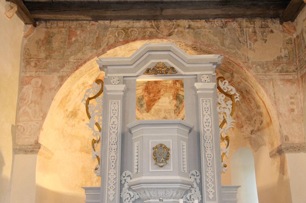 Kanzelaltar mit romanischen Wandmalereien, um 1200 n. Chr.