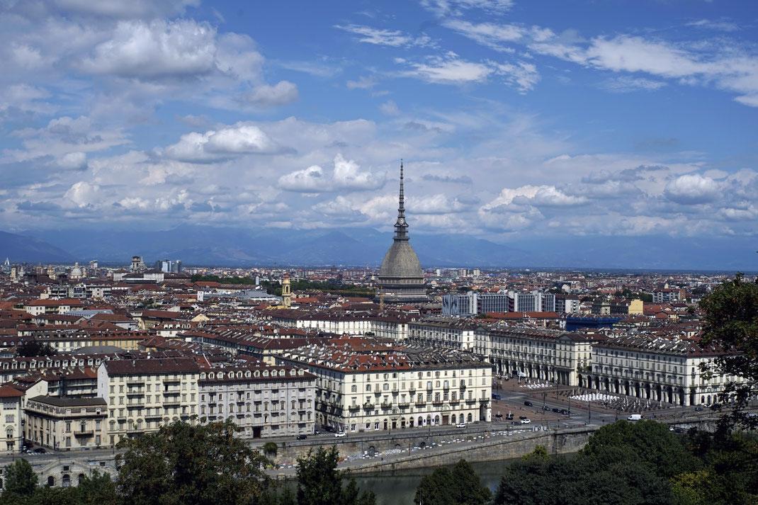 Ausgangspunkt unserer Reise: Turin - wo der Alpen- auf den Mittelmeerraum trifft, lässt es sich hervorragend schlendern, Kaffee trinken und schlemmen