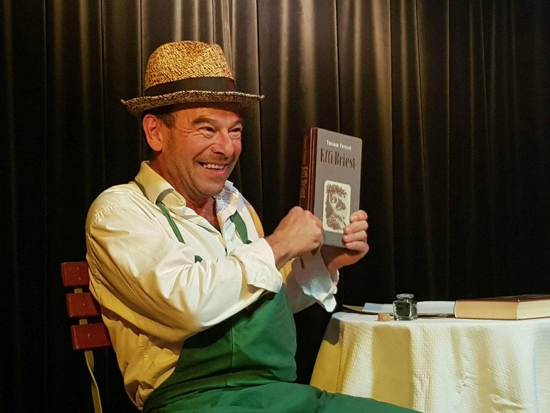 Voll der Fontane - Thomas Kornmann als Herr von Ribbeck Foto: BerlinsBeste