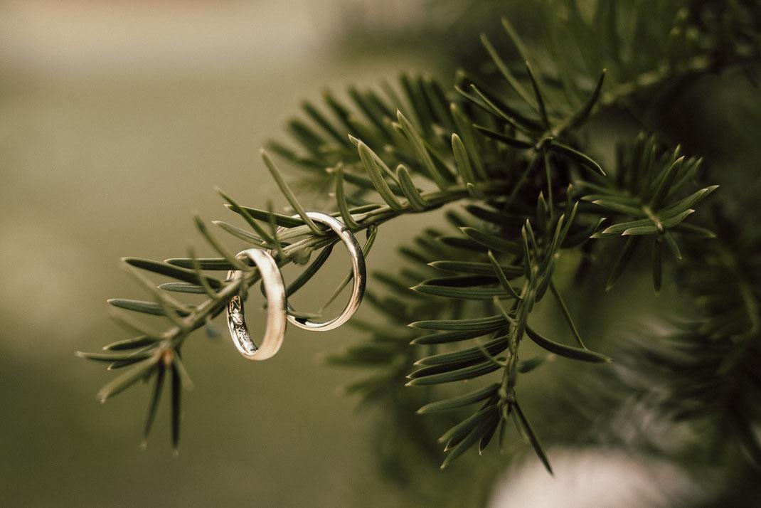 Hochzeitsfotografie, Elopement-Wedding, Brautschuhe, Hochzeitsfotograf Freising