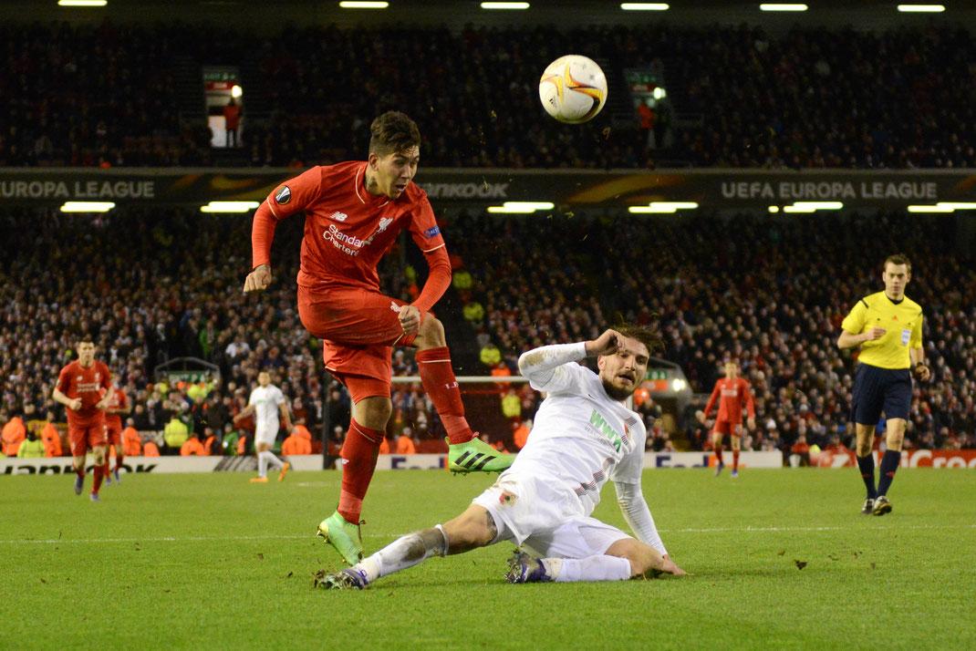 Der FC Augsburg scheidet durch die Niederlage in Liverpool aus der Europaleague aus.