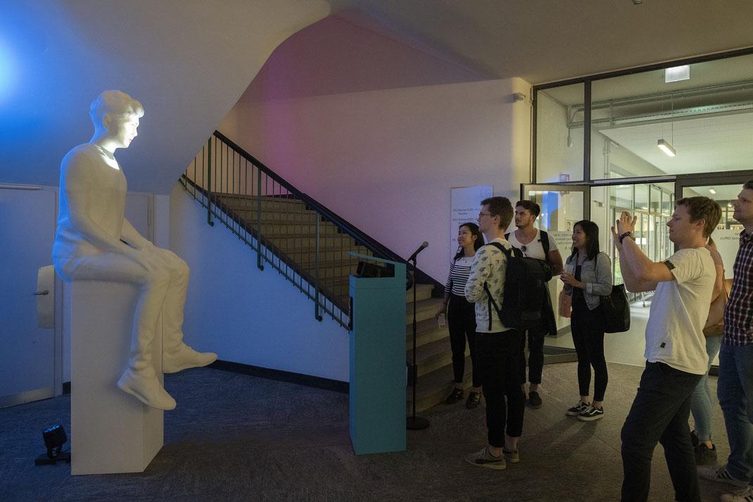 Franticek-Klossner-Interaktive-Videoskulptur-Partizipative-Videokunst-Bildung-Digitalisierung-Zukunft-Berner-Fachhochschule-BFH-W-Departement-Wirtschaft