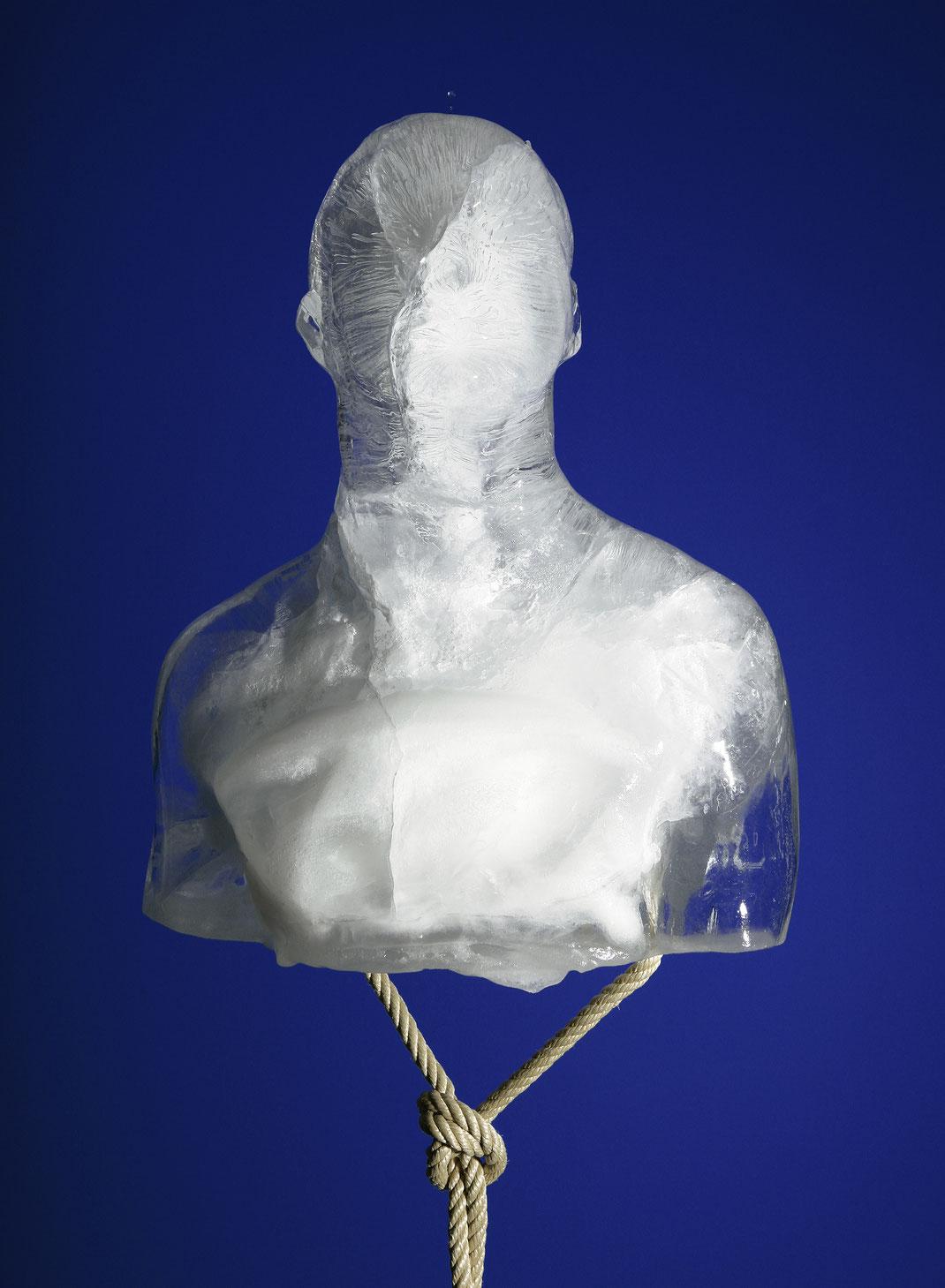 franticek-klossner-sculpture-the-human-body-in-contemporary-art-frozen-self-portrait