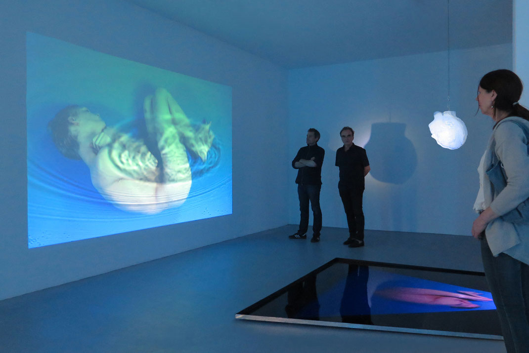 Der Körper in der zeitgenössischen Kunst - Franticek Klossner - Videoinstallation - Performance