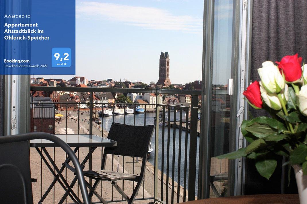 Blick aus dem 5. Stock auf den alten Hafen von Wismar sowie die Altstadt