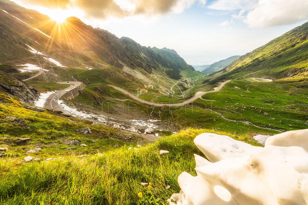 The Reward | Die Belohnung | Transfagarasan | Romania | Ride up the famous Transfagarasan in Romania with an incredible view | Motorrad-Abenteuer-Fotografie | Motorcycle ADV Photography | Poster & Leinwände