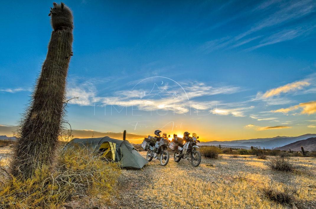 Desert Camp | Wüstencamp | Camino de los Colorados | Argentina | Motorrad-Abenteuer-Fotografie | Motorcycle ADV Photography | Poster & Leinwände