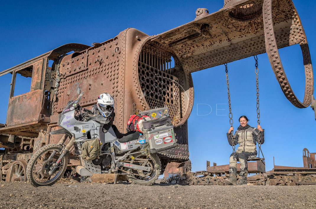 Young at Heart | Jung geblieben | Cementerio de Trenes | Bolivia | Playing around with the bike at the train cementary in Uyuni | Motorrad-Abenteuer-Fotografie | Motorcycle ADV Photography | Poster & Leinwände