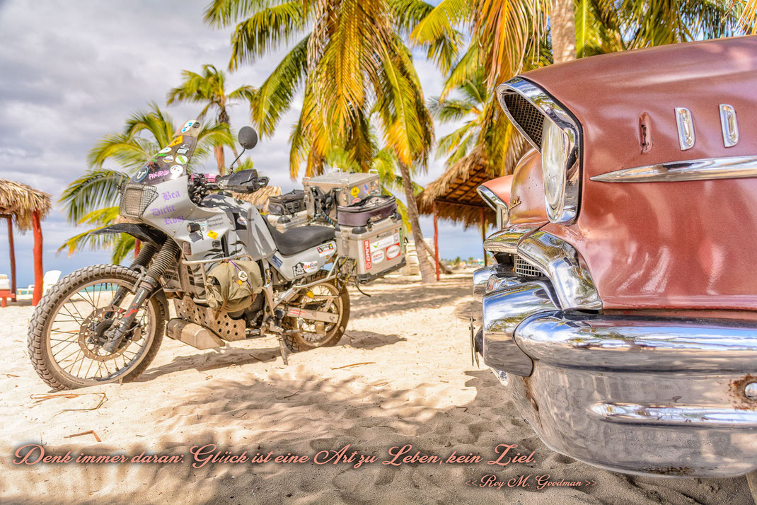 Denk immer daran: Glück ist eine Art zu leben, kein Ziel | Roy M. Goodman | Fernweh & Inspiration | Wanderlust & Inspiration | Motorrad-Poster mit inkl. inspirierenden Zitat