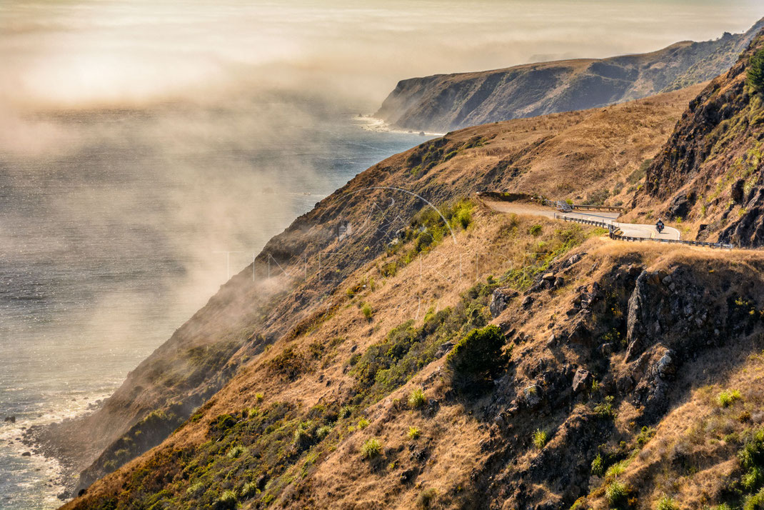 Bright Magic | Leuchtende Magie | Highway Number One | California | USA | Riding the famous Highway Number One along the californian pacific coast | Motorrad-Abenteuer-Fotografie | Motorcycle ADV Photography | Poster & Leinwände