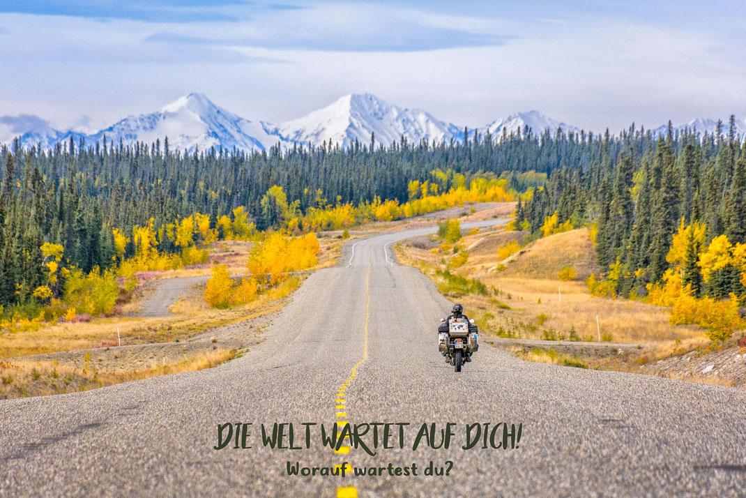 Die Welt wartet auf dich! Worauf wartest du? | Fernweh & Inspiration | Wanderlust & Inspiration | Motorrad-Poster mit inkl. inspirierenden Zitat