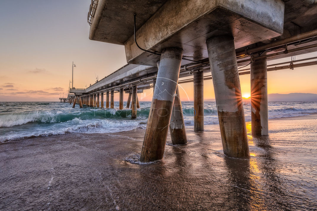 Promenade on Stilts | Gehweg auf Stelzen | Venice Beach | Los Angeles | USA | Stadt-Kultur-Fotografie | Urban & Culture Photography