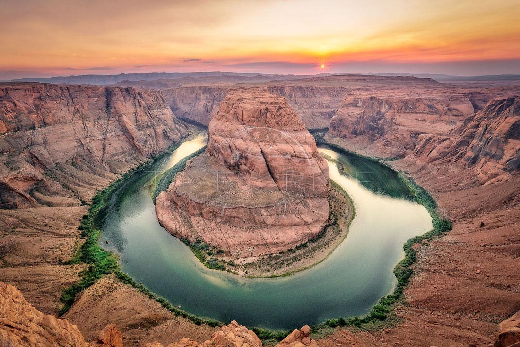 Gloomy Rock | Düsterer Fels | Horseshoe Bend | USA | Overlooking the impressive canyon of the Colorado River | Landschafts- & Naturfotografie | Landscape & Nature Photography