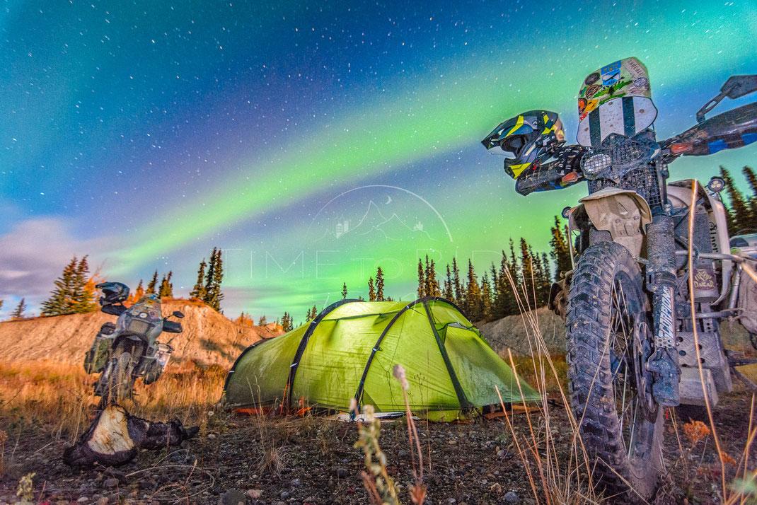 Stripes of Light | Lichterstreifen | Yukon Territory | Canada | Motorrad-Abenteuer-Fotografie | Motorcycle ADV Photography | Poster & Leinwände