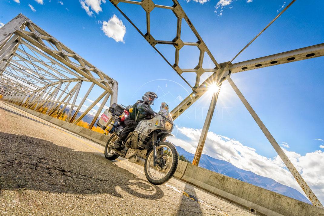 Glamour of Steel | Der Glanz von Stahl | Alcan Highway | Alaska | USA | Motorrad-Abenteuer-Fotografie | Motorcycle ADV Photography | Poster & Leinwände