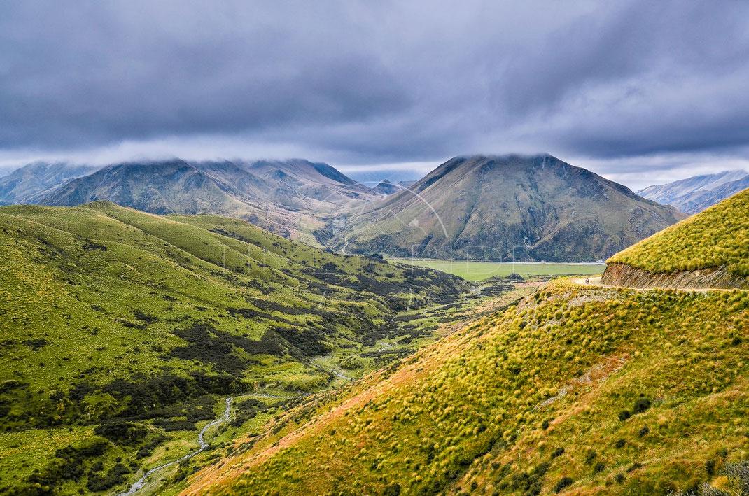 Valley of Gods | Das Tal der Götter | Danseys Pass | New Zealand | Motorrad-Abenteuer-Fotografie | Motorcycle ADV Photography | Poster & Leinwände