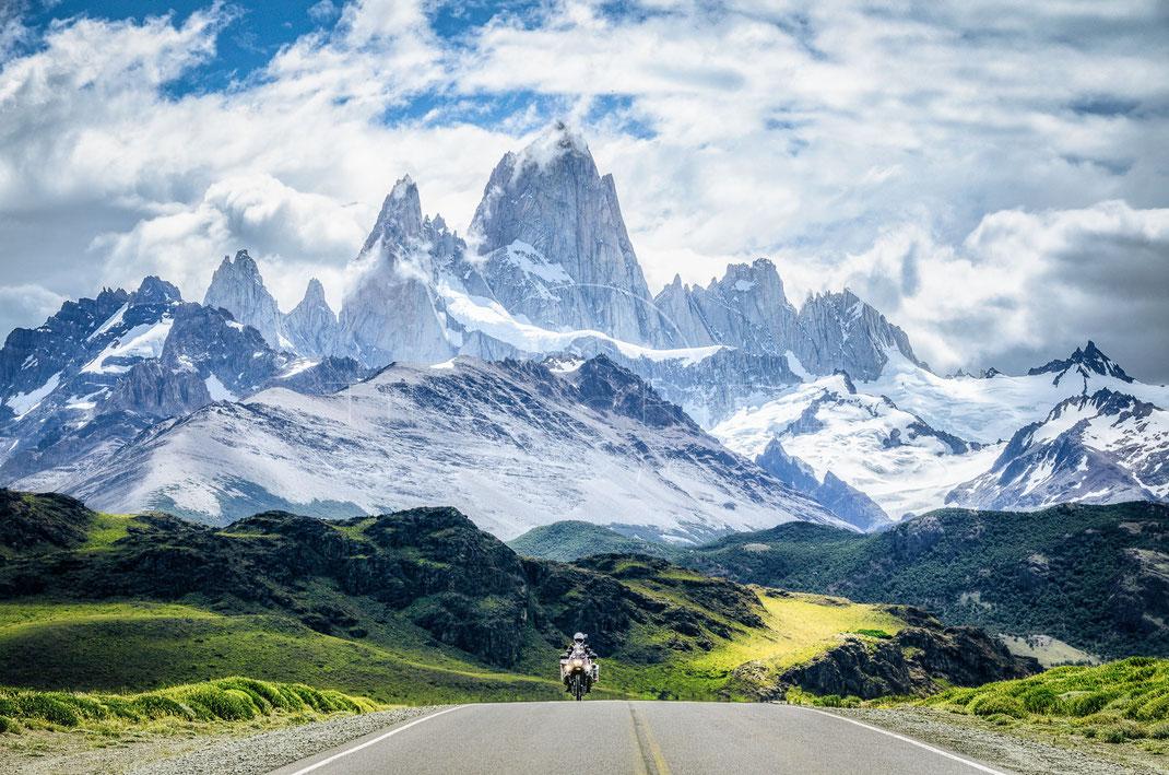 Grace of Eternity | Anmut der Ewigkeit | Cerro Fitzroy | Argentina | Motorrad-Abenteuer-Fotografie | Motorcycle ADV Photography | Poster & Leinwände