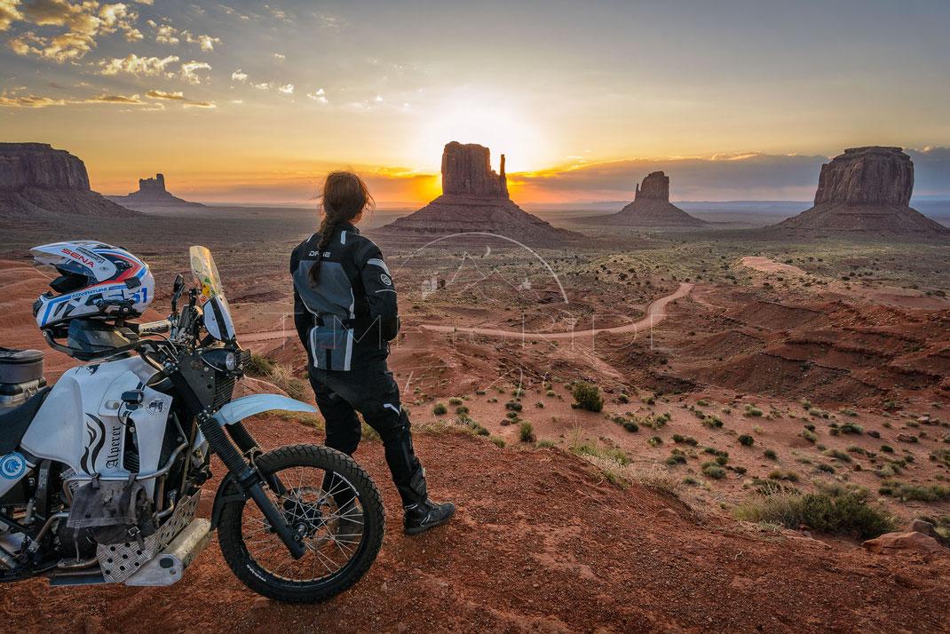 Wild West | Wilder Westen | Monument Valley | Arizona | USA | Motorrad-Abenteuer-Fotografie | Motorcycle ADV Photography | Poster & Leinwände