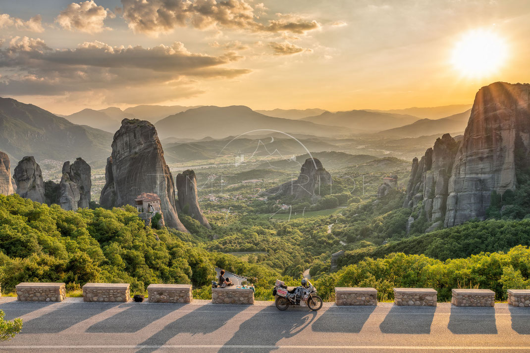 Rising Shadows | Aufgehende Schatten | Meteora | Greece | Watching an incredible sunset over the mysterious monasteries od Meteora | Motorrad-Abenteuer-Fotografie | Motorcycle ADV Photography | Poster & Leinwände
