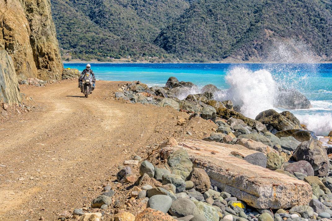 Wild Ocean | Wilder Ozean | Caribbean Coast | Cuba | Motorrad-Abenteuer-Fotografie | Motorcycle ADV Photography | Poster & Leinwände