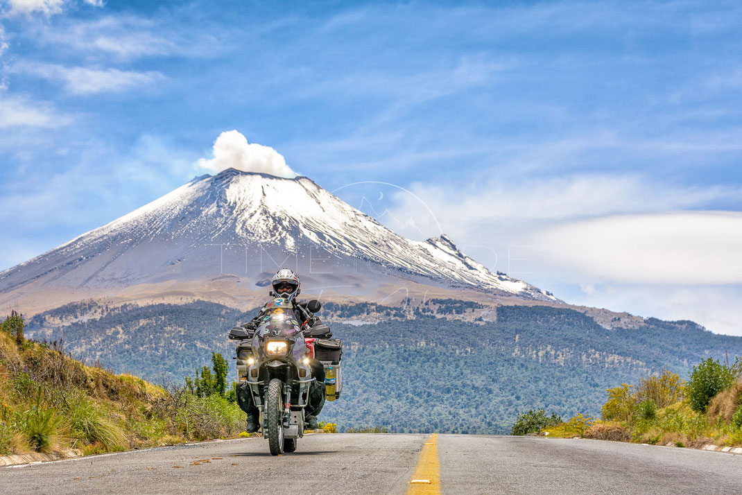 Fire and Smoke | Feuer und Rauch | Popocatépetl | Mexico | Motorrad-Abenteuer-Fotografie | Motorcycle ADV Photography | Poster & Leinwände