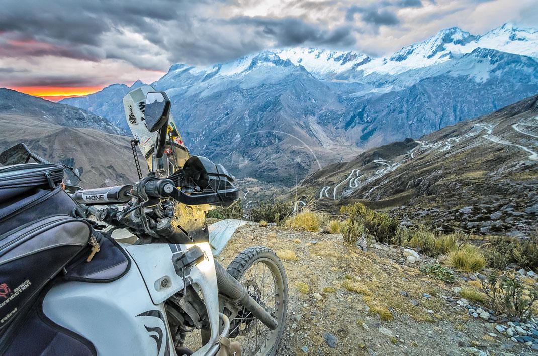 Road to the Sky | Strasse zum Himmel | Cordillera Blanca | Peru | Motorrad-Abenteuer-Fotografie | Motorcycle ADV Photography | Poster & Leinwände
