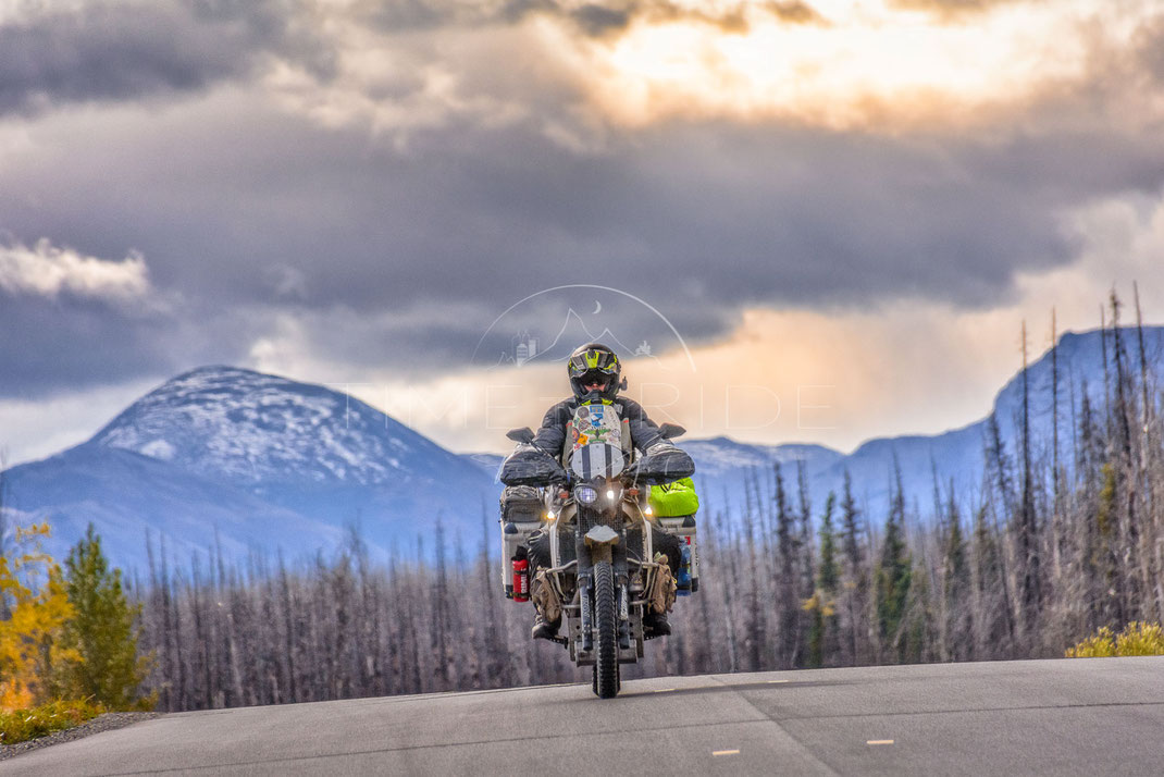Trail Hunter | Spurenjäger | British Columbia | Canada | Motorrad-Abenteuer-Fotografie | Motorcycle ADV Photography | Poster & Leinwände